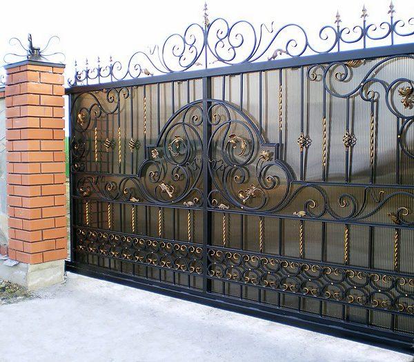 10 кованые откатные ворота