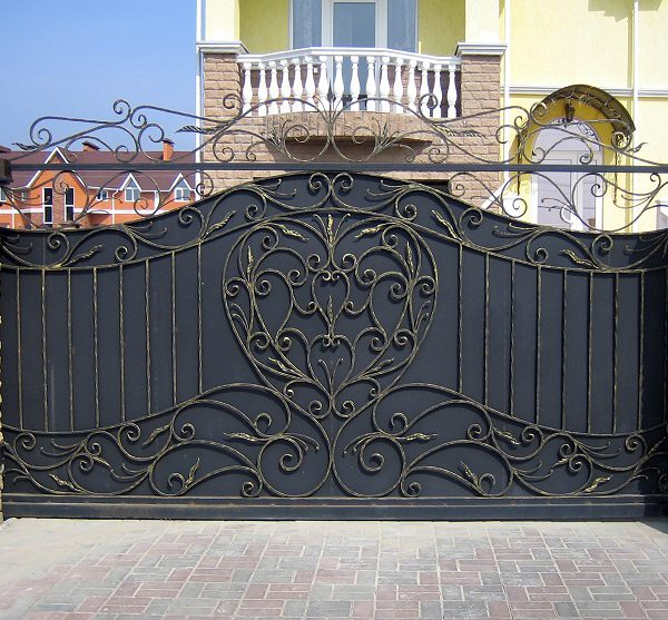 12 кованые откатные ворота