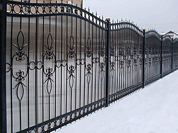 25 кованый забор