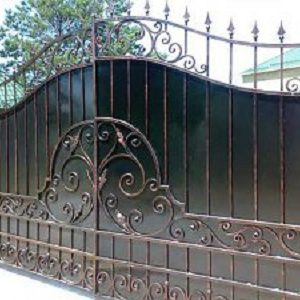 44-кованые-ворота-300x225