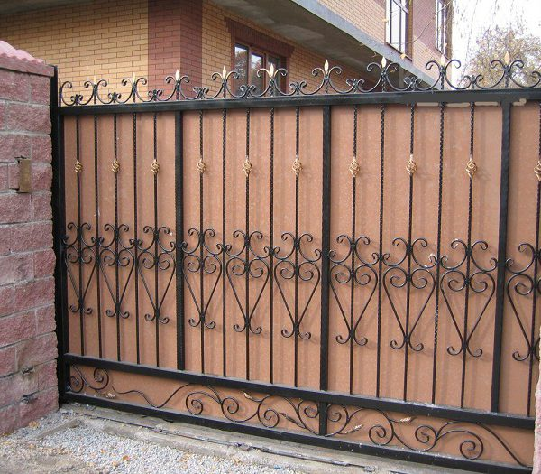 7 кованые откатные ворота