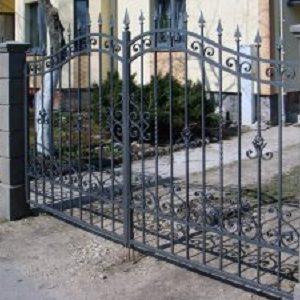 70-кованые-ворота-300x225