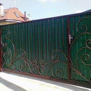 8 кованые откатные ворота