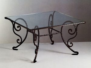 8 кованый стол